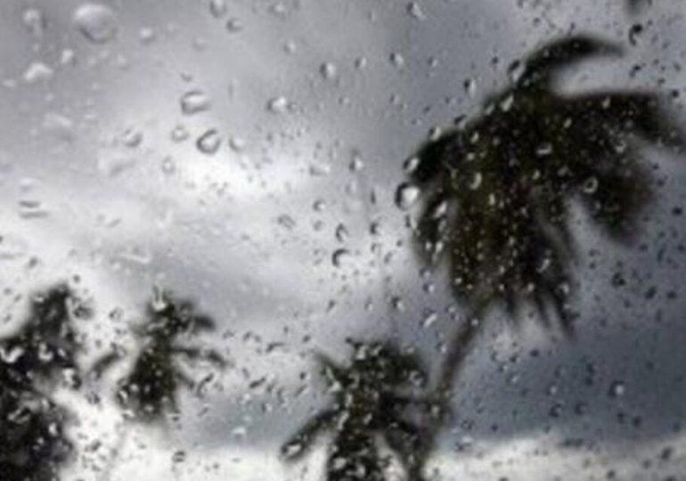 COE eleva a 12 las provincias en alerta verde por vaguada y onda tropical