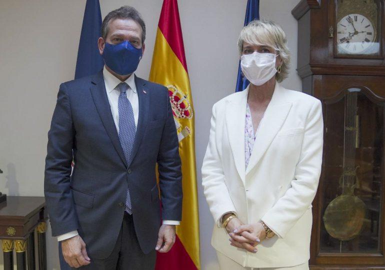 Ministro Bisonó destaca en España a RD como ejemplo de crecimiento e inversión