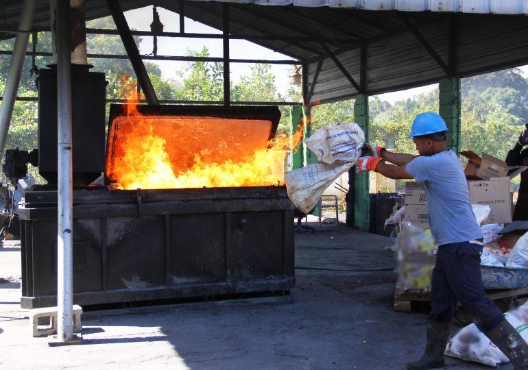 Pro Consumidor destruye 25 mil productos dañados que fueron decomisados en operativos