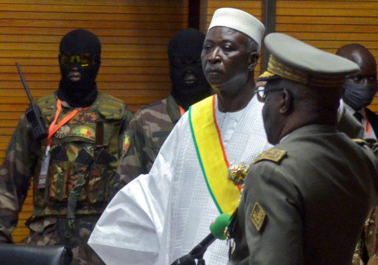 "Jefe de la UA pide ""liberación inmediata"" de autoridades de transición en Malí"