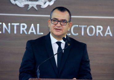 Román Jáquez aclara que siendo miembro de JCE no saldría a compartir con un político