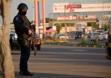 Sicarios abandonaron cuatro cuerpos al interior de un vehículo en Sinaloa