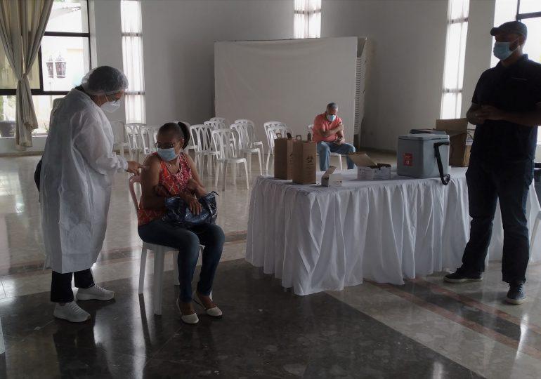 Realizan jornada de vacunación contra Covid-19 a pacientes de cáncer