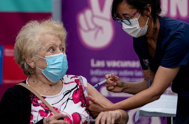 Colombia espera recibir vacunas anticovid de EEUU para paliar crisis
