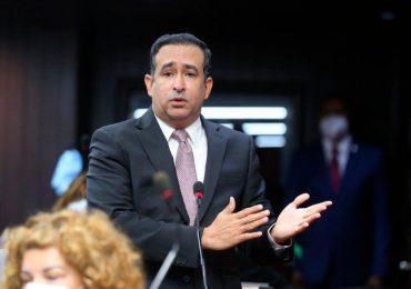 Víctor Suarez arremete contra DICOM, asegura gastos mensuales dan para vacunar casi toda la población