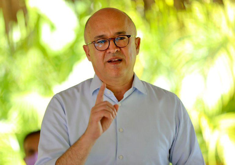 Francisco Domínguez Brito, fija posición en torno a la apertura de las aulas en el país