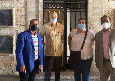 Comisión de Exaltación de Gregorio Urbano Gilbert visitan el Panteón de la Patria