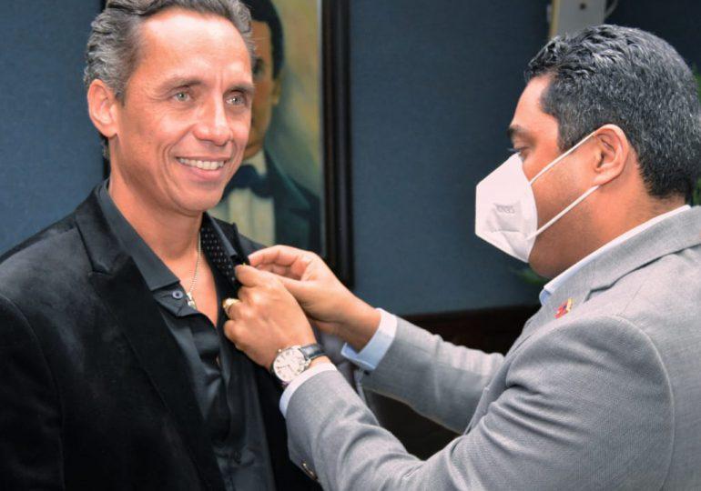 VIDEO | Kelvin Cruz reconoce al actor vegano Anthony Álvarez