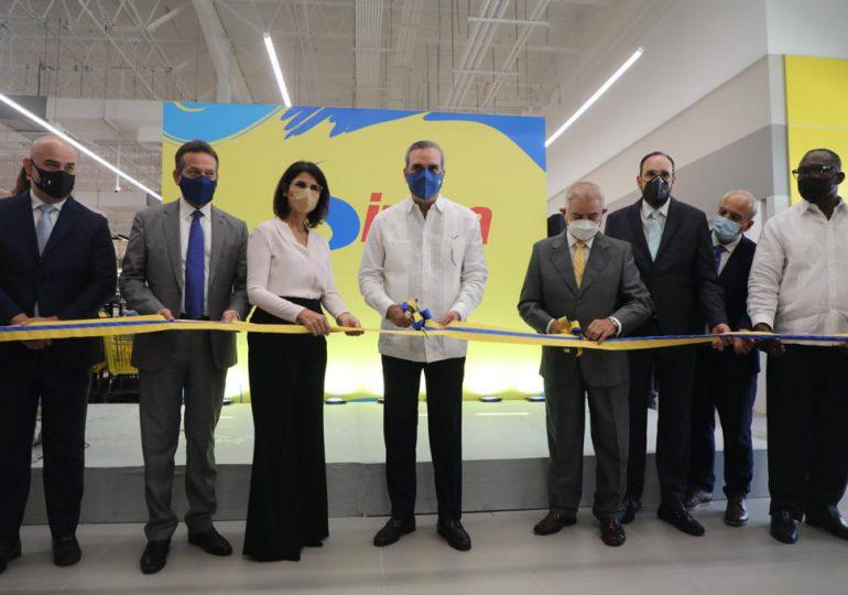 Presidente Abinader asiste a inauguración de hipermercado en Los Alcarrizos