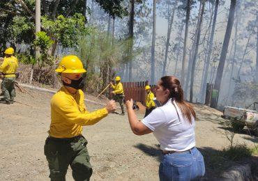 VIDEO | Reportan voraz incendio en la comunidad Estancita de Jarabacoa