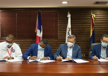 Refidomsa y sindicato firman pacto colectivo en beneficios de los trabajadores
