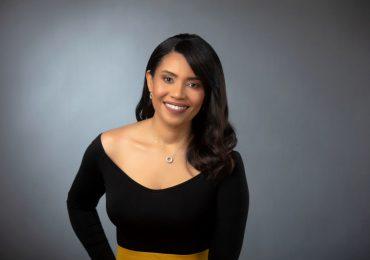 Locutora Yohanna Valenzuela agradece nominación a Premios Soberano