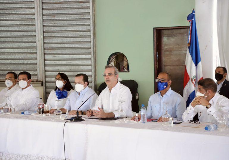 Presidente Abinader se reúne con representantes de juntas de vecinos de Hato Mayor