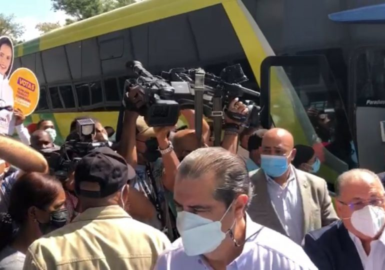 Video | Comité Político llega en un bus al puerto de Sans Souci