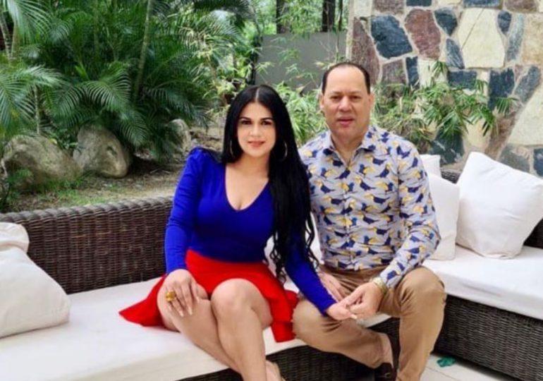 Franklin Mirabal le pide matrimonio a Penny  Báez