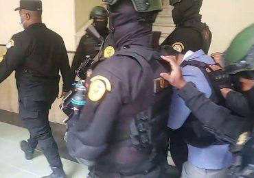 VIDEO | Raúl Alejandro Girón es trasladado al Palacio de Justicia bajo un estricto sistema de seguridad