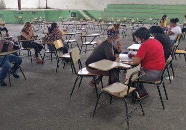 VIDEO | Residentes de Villa Mella visitan Parroquia Santa Cruz para aplicarse primera dosis de vacuna contra COVID-19