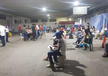 Video | Capitaleños abarrotan centro nocturno de vacunación contra el COVID-19