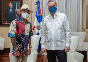 Abinader comparte imágenes de su encuentro con Ozuna, Raquel Arbaje dice es su fan
