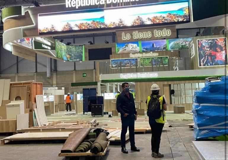 Ministro David Collado supervisa montaje de stand de RD en España