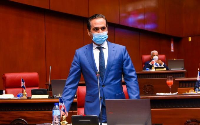 Llueven críticas contra senador Ivan Silva, tras el trato a una profesional de la salud