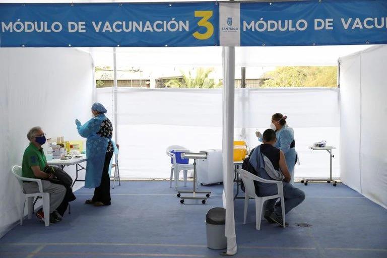 Mientras EEUU y Chile ya vacunaron al 60% de su población en América sólo el 3% recibió una dosis