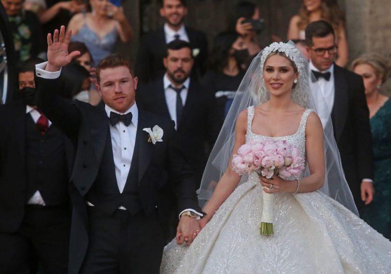 Canelo Álvarez se casa por la iglesia en la Catedral de Guadalajara