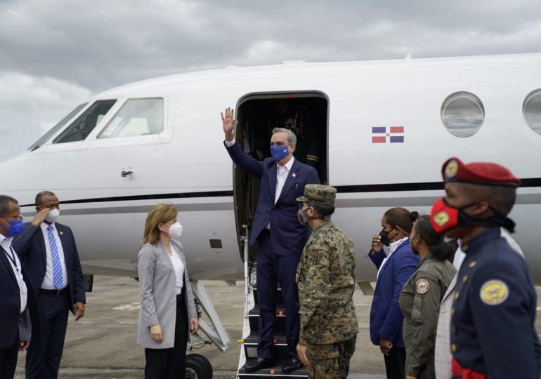 Presidente Abinader viajó a Ecuador este domingo a toma de posesión de Gillermo Lasso