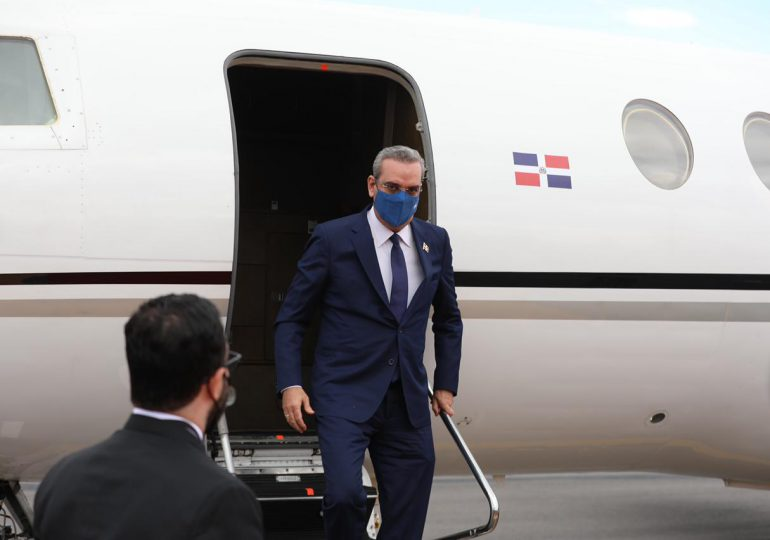 Abinader llega a Ecuador para toma posesión de nuevo presidente