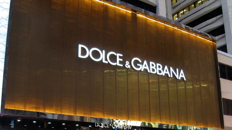 Fiscalía rusa busca prohibir  anuncios de besos entre personas del mismo sexo de Dolce & Gabbana