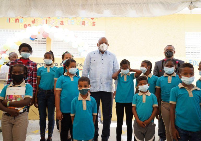 VIDEO | Ministro de Educación encabeza en Barahona inicio de retorno a las aulas