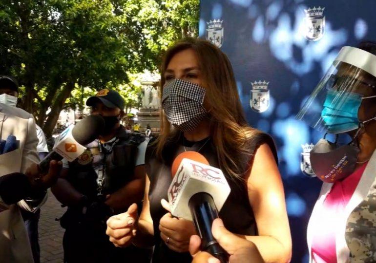 Carolina Mejía se vacuna contra el COVID-19