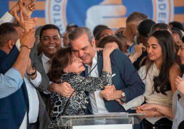 Presidente Abinader envía un fuerte abrazo de felicitación a las madres dominicanas en su día
