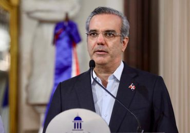 Presidente Abinader pide al pueblo como regalo de cumpleaños acudir a vacunarse