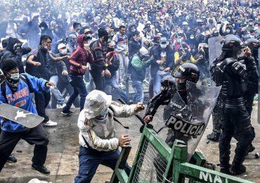 Tres muertos en medio de protestas que completan un mes de estallido social en Colombia