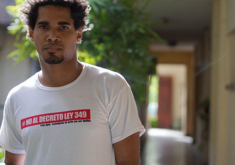 Artista disidente cubano en huelga de hambre es trasladado a un hospital