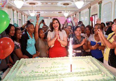 Margarita agradece a Dios por su salud, felicidad y el amor de su Pueblo en su  cumpleaños