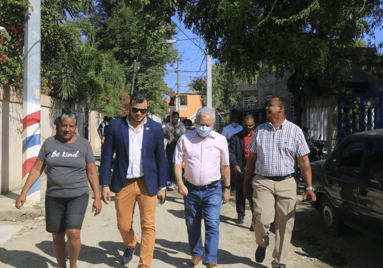 Programa de asfaltado en SDN beneficiará a 100 mil personas destaca Senador Antonio Taveras destaca