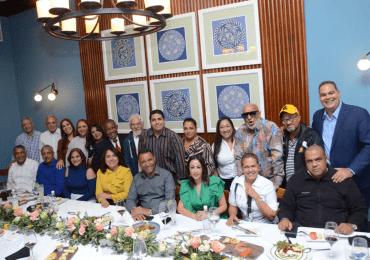 Candidata a la presidencia de Acroarte, Emelyn Baldera, sostiene reunión en Santiago con sus miembros