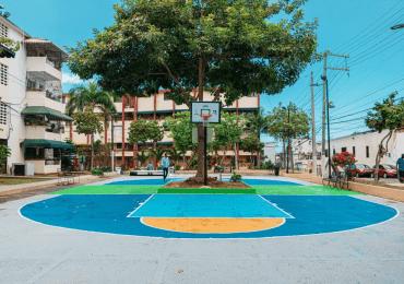 Instituciones entregan remozado el Parque San Lázaro