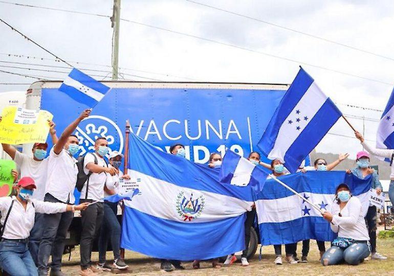 Hondureños celebran con aplausos llegada de vacunas anticovid donadas por El Salvador