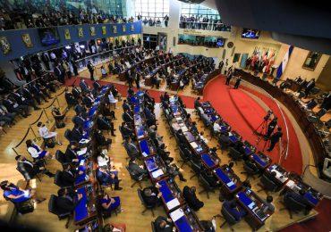 Legisladores de El Salvador destituyen a funcionarios en contra de Nayib Bukele, esto provoca reacciones en las redes