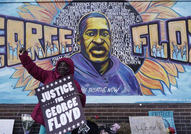 Biden recibe a familiares de George Floyd; ley contra violencia policial sigue en espera