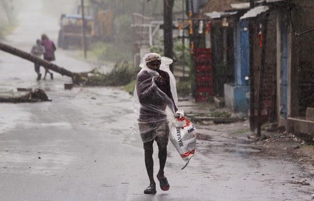 Al menos cuatro muertos en India al acercarse un potente ciclón