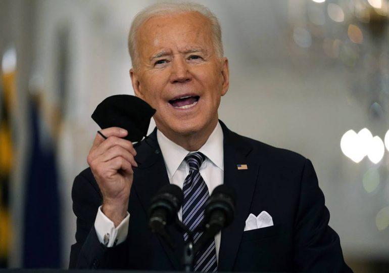 Biden apunta a que 70% de adultos tenga primera dosis anticovid para el 4 de julio