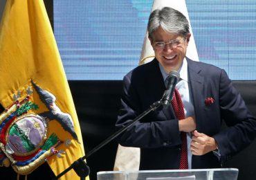 """Ecuador da giro con derechista Lasso en medio de una """"triple crisis"""""""