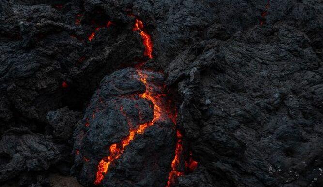La lava de un volcán se detiene a las puertas de la ciudad de Goma, en Congo