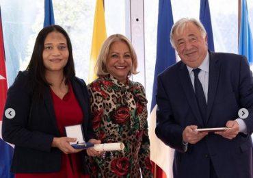 Francia otorga la Medalla de Honor del Senado a la dominicana Raquel Mercedes