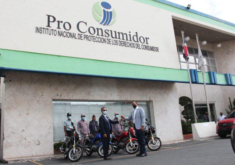 Director de Pro Consumidor dona su sueldo para comprar motocicletas para la institución
