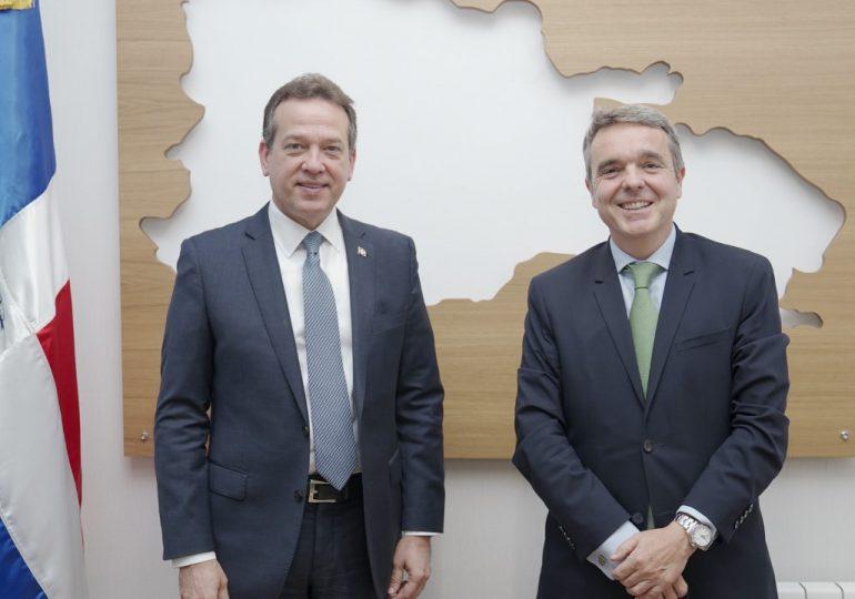 Empresas españolas consideran a RD una plataforma manufactura y de distribución para la región
